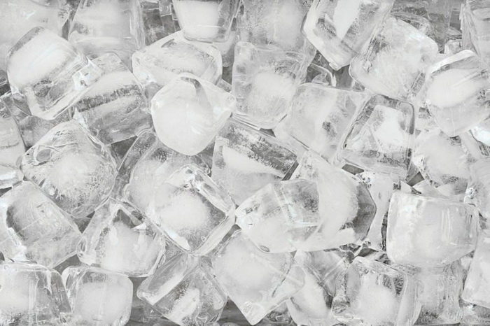 О кубик льда можно сломать зуб.