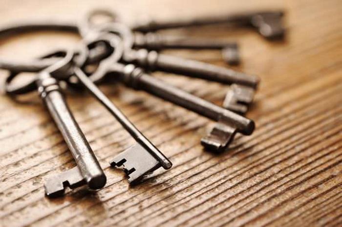 О связку ключей зубы можно поломать в два счета.