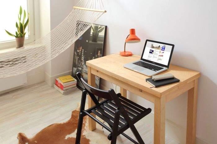 Рабочий стол - место для учебы.