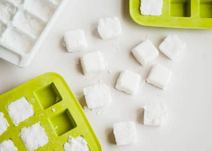 Таблетки оставить до высыхания в формах для льда.