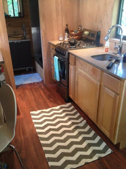 Кухня в доме на колесах.
