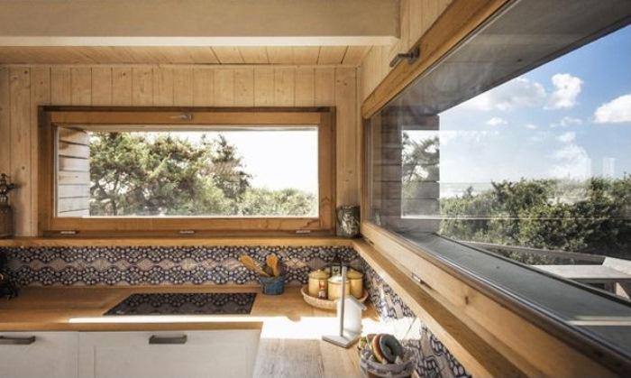 Панорамные окна в кухне.