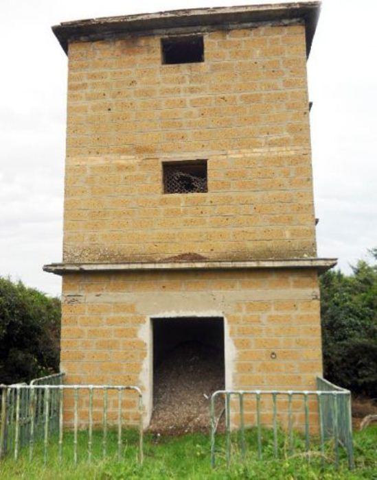 Башня из туфа была построена в XV в.