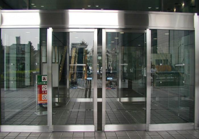 Маркировка на дверях должна быть на уровне глаз.