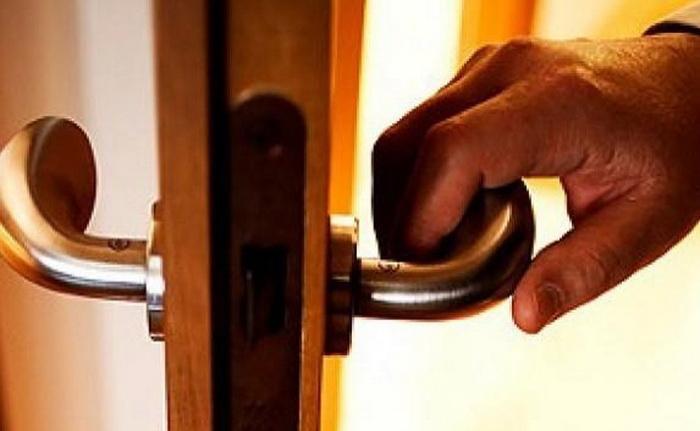 В какую сторону должны открываться двери.