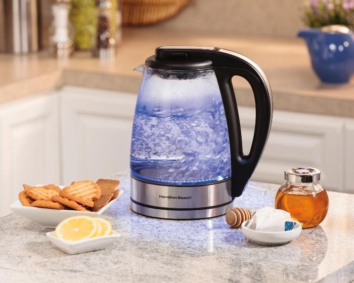 Чайник можно очистить от накипи водой с лимонной кислотой.
