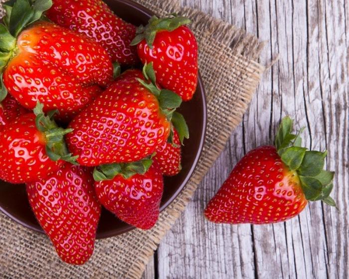 Фрукты, ягоды и овощи - только в сезон.