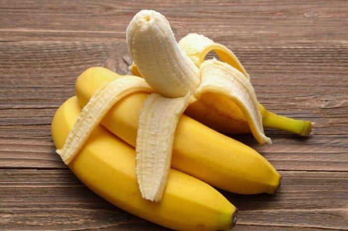 Банан королева ест только с ножом и вилкой.