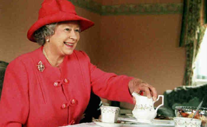 Английский чай - с молоком, но без сахара.