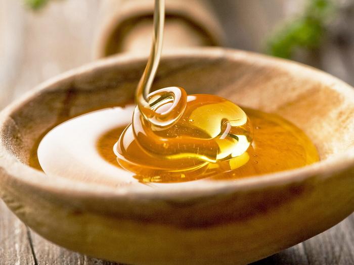 Мед - полезный продукт, который долго не портится.