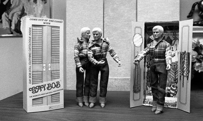 Создатель куклы считал, что должен открыто заявить обществу о проблеме гомосексуализма.