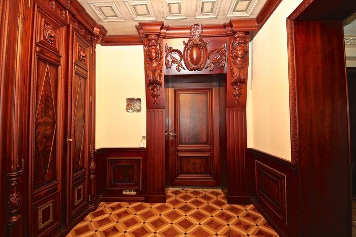 Многоуровневый дворец в панельном доме.