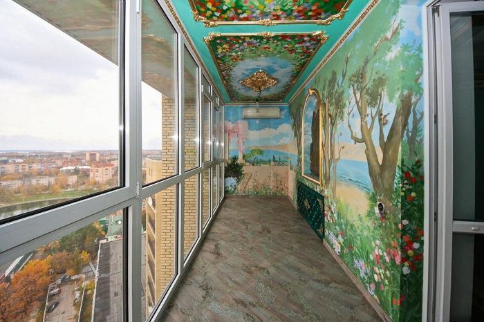Балкон с цветочной росписью.