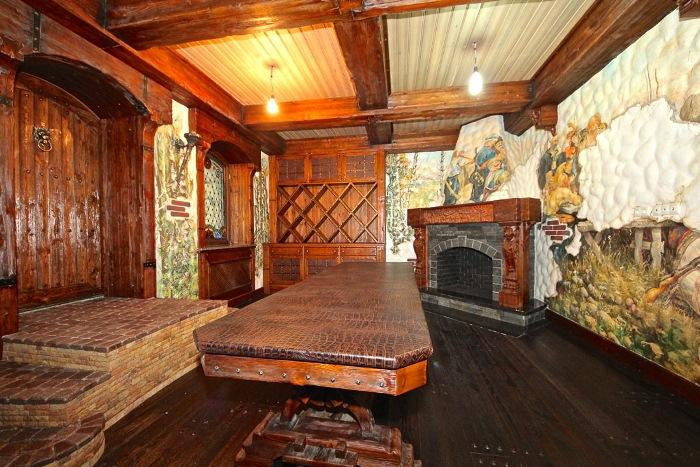 Комната с камином.