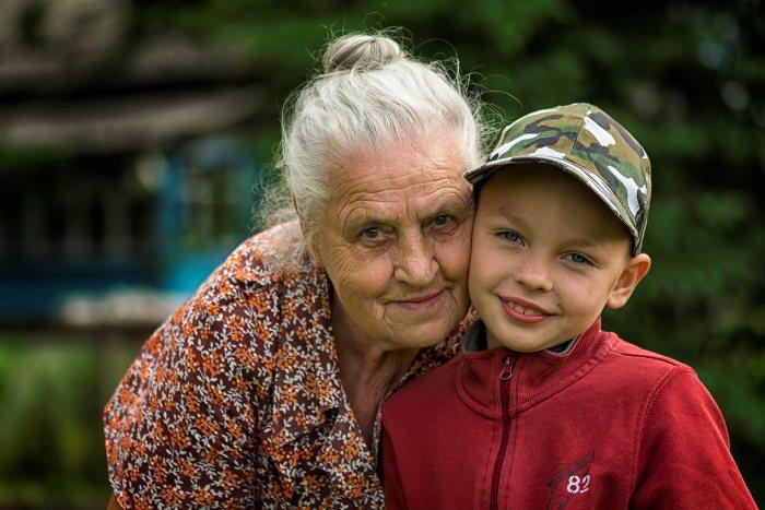 Бабушки в двух регионах Турции получают достойную компенсация за труд по воспитанию внуков.