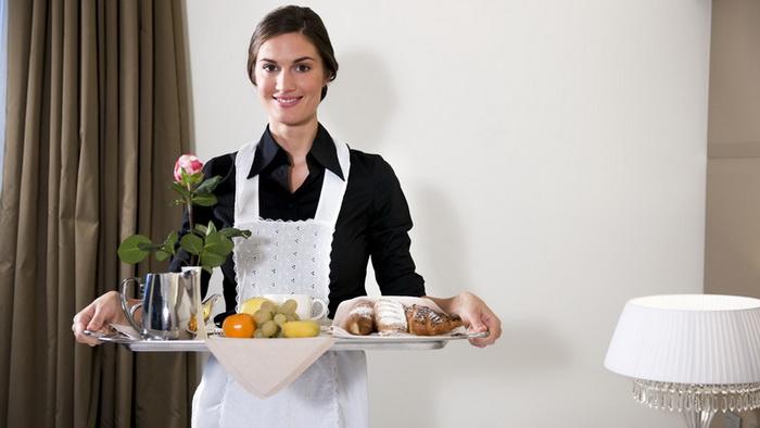 Сотрудники гостиницы чаще всего обсуждают, что из еды постояльцы заказывают в номер.