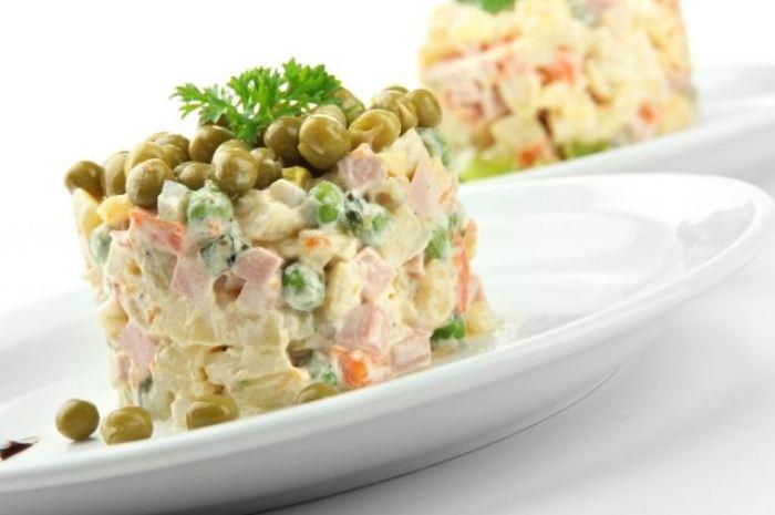 Салат оливье.