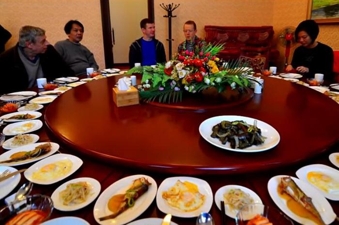 Северокорейский ресторан, работающий за границей страны, приносит государству порядка 10 млн долл. чаевых в год.