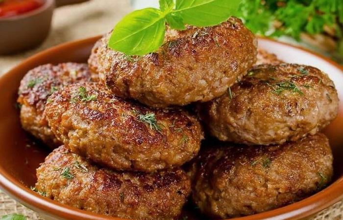Котлеты по-цыгански - вкусное и простое блюдо.