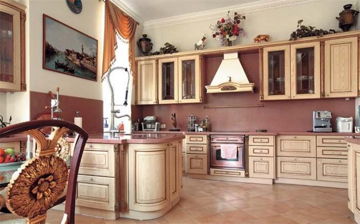 Кухня в доме Шуфутинского.