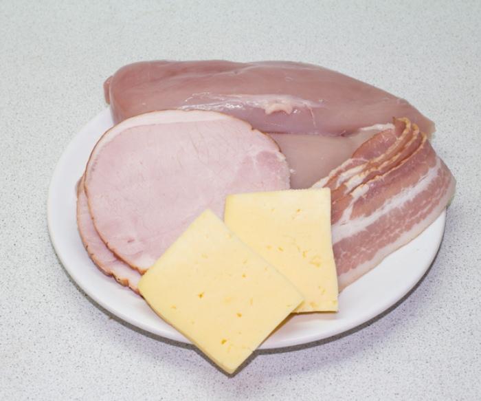 Курица, ветчина и сыр для начинки.