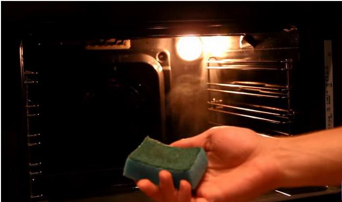 Остатки загрязнений можно с легкостью удалить поролоновой губкой.