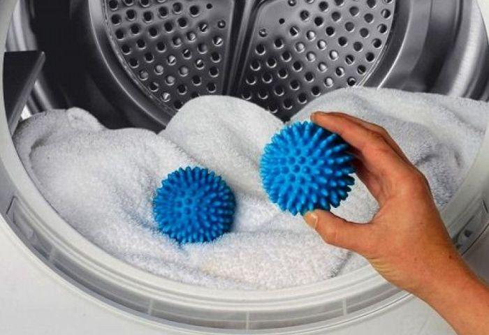 Резиновые шарики для стирки помогут распушить ворс.
