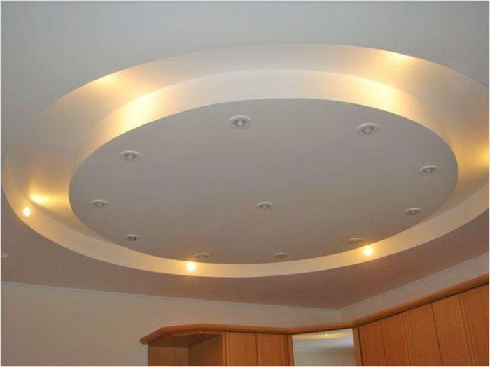 Подвесной многоуровневый потолок - только для больших квартир.