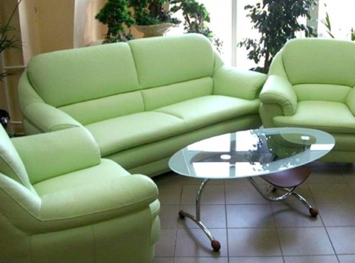 Диваны и кресла с большими подлокотниками уже давно вышли из моды.