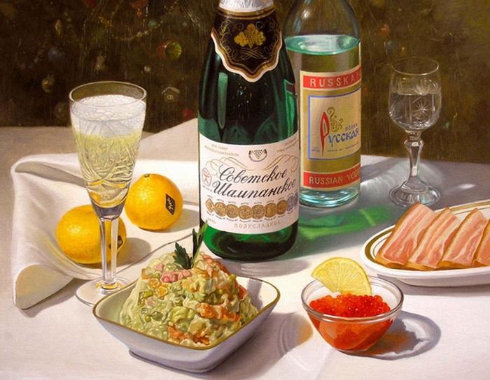Оливье - обязательный салат на новогоднем столе.