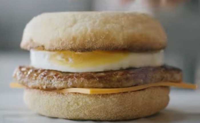 Яичница в McDonald`s не только из яиц.