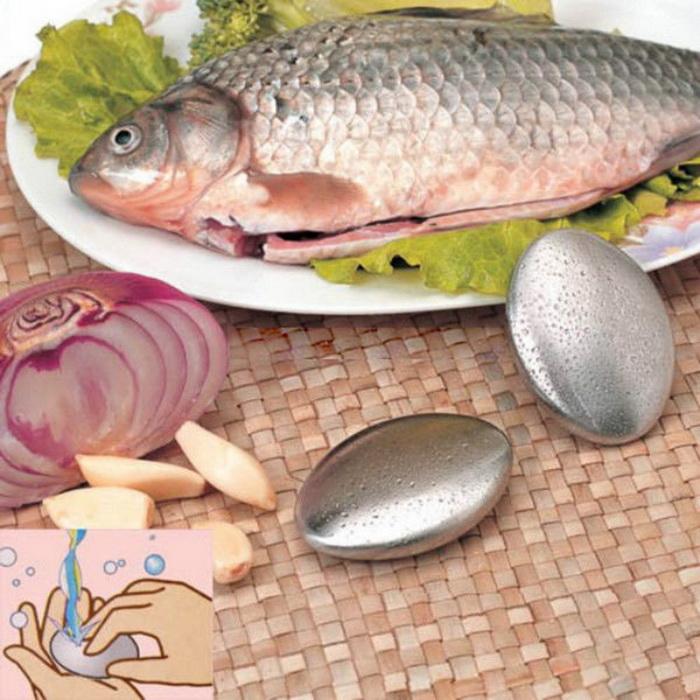Металлическое мыло эффективно удаляет запах рыбы.