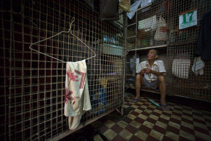 Жизнь в клетках на улицах Гонконга.
