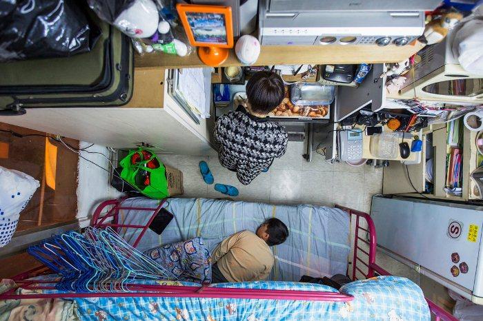 Женщина живет с ребенком в квартире площадью 5,5 кв.м.