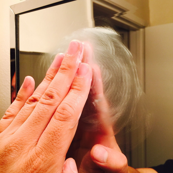 Зубная паста хорошо справится с проблемой запотевания зеркала.
