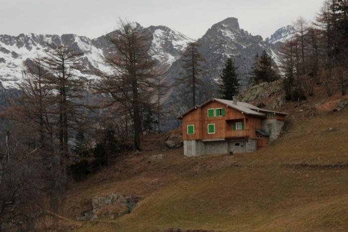 Альпийские шале на самом деле оказались бомбоубежищами и бункерами.