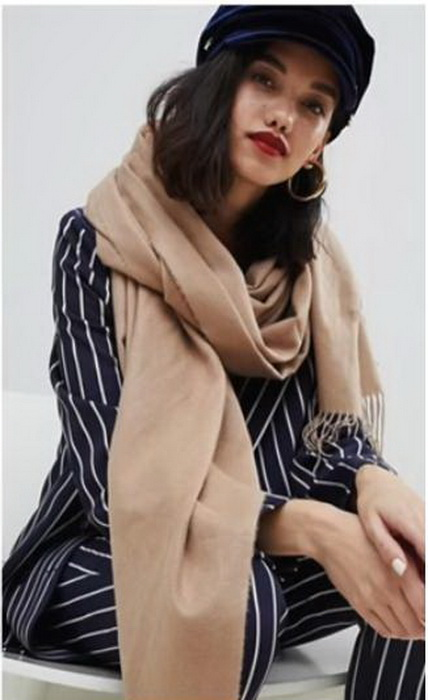 Кепи и шарф - более удачное сочетание.