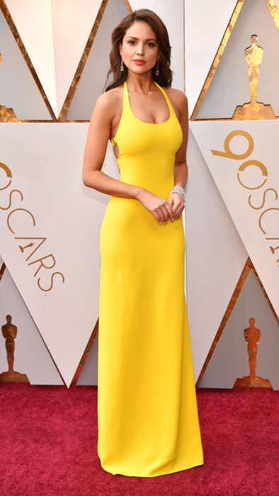 Эйса Гонсалес в ярко-желтом платье от Ralph Lauren.