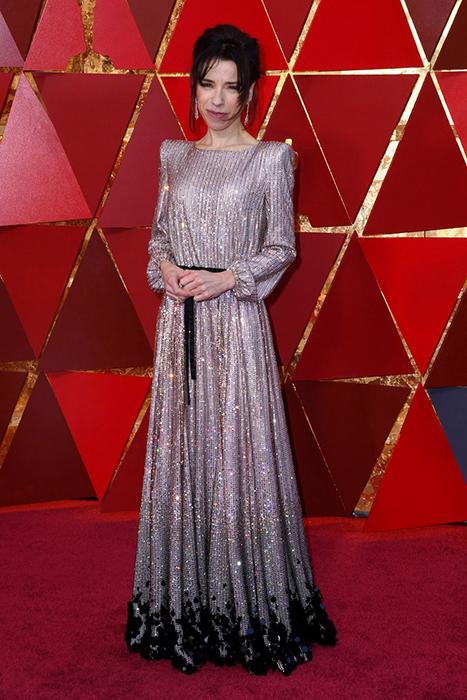 Салли Хокинс в серебристом платье от Armani Prive.