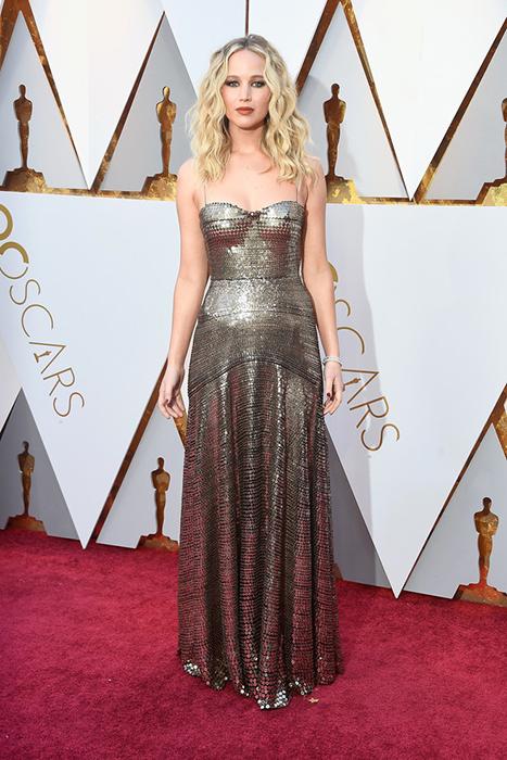 Дженнифер Лоуренс в золоте от Dior.