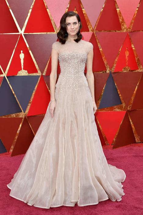 Эллисон Уильямс в пудровом платье от Armani.