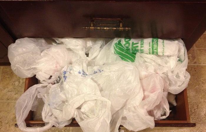 Пакет или ящик с пакетами есть на каждой кухне.