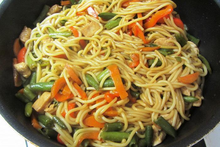 Вариант сервировки спагетти.