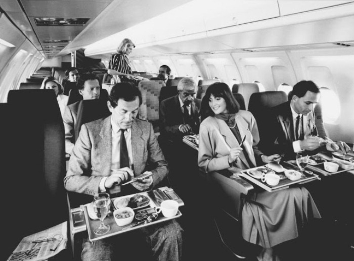 Еда на борту самолета. 1980-е гг.