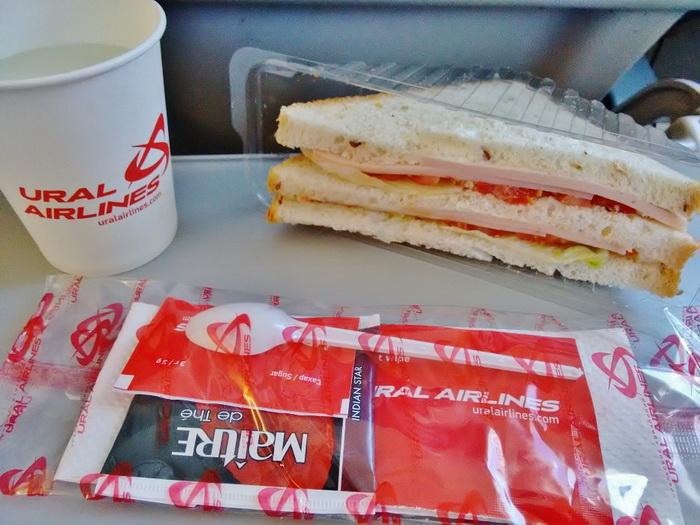 Вместо неаппетитного бутерброда, который предлагают на борту, возьмите контейнер домашней еды.