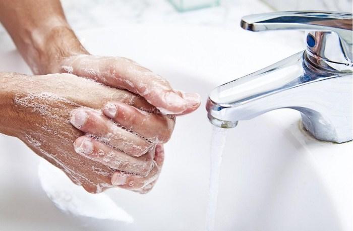 Тщательно мыть руки с мылом.
