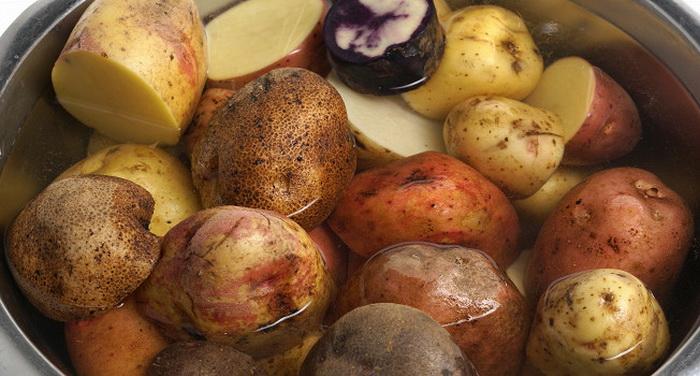Попробуйте во время приготовления пюре смешать разные сорта картофеля.