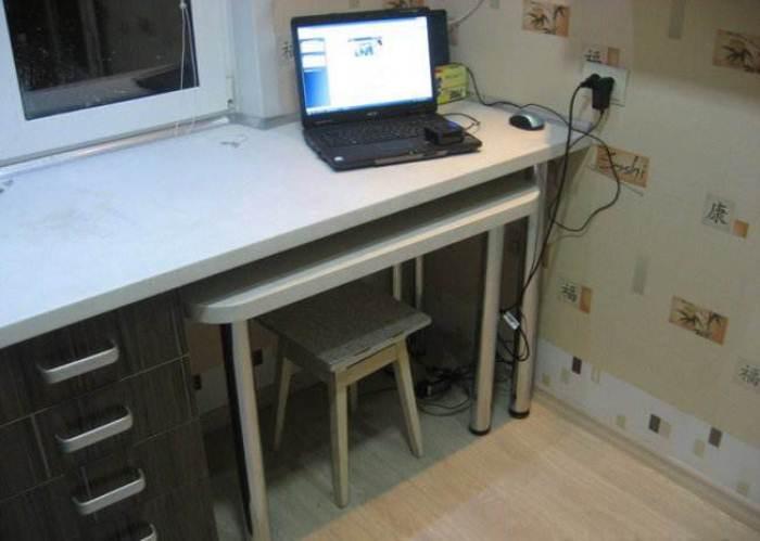Рабочий стол для кухни.