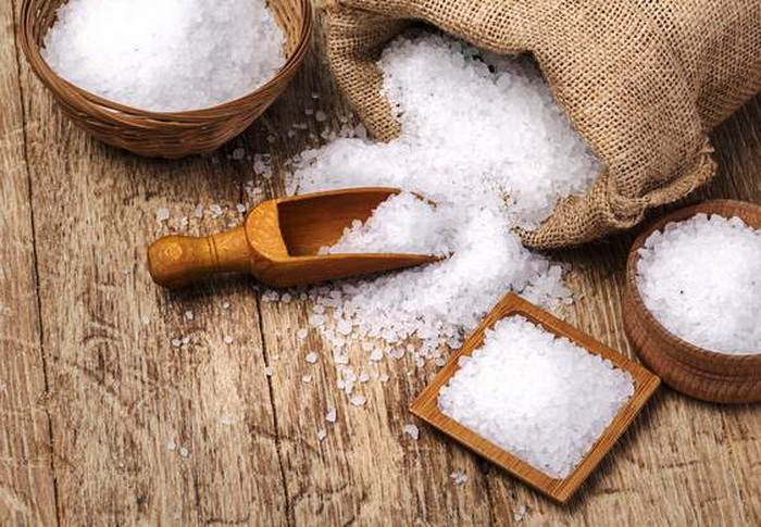 Соль - проверенное средство от неприятных запахов.