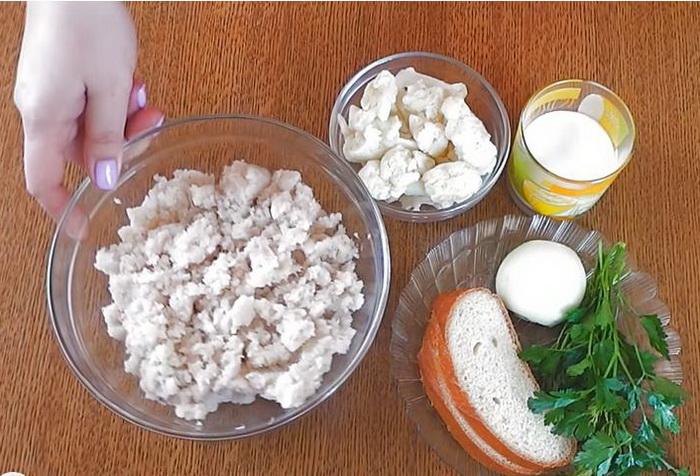 Ингредиенты для приготовления рыбных котлет.